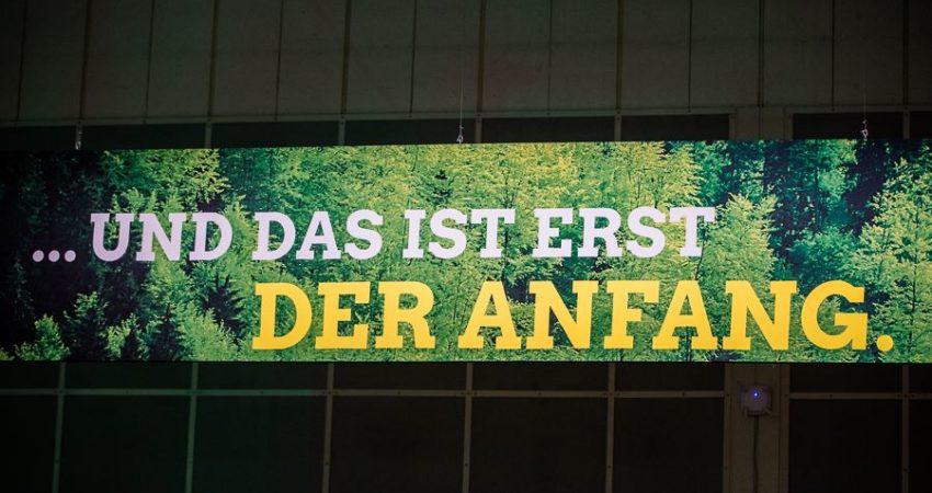 Zeigt das Hintergrundbild der Bühne bei der Bundesdelegiertenkonferenz in Hannover:Und das ist erst der Anfang.
